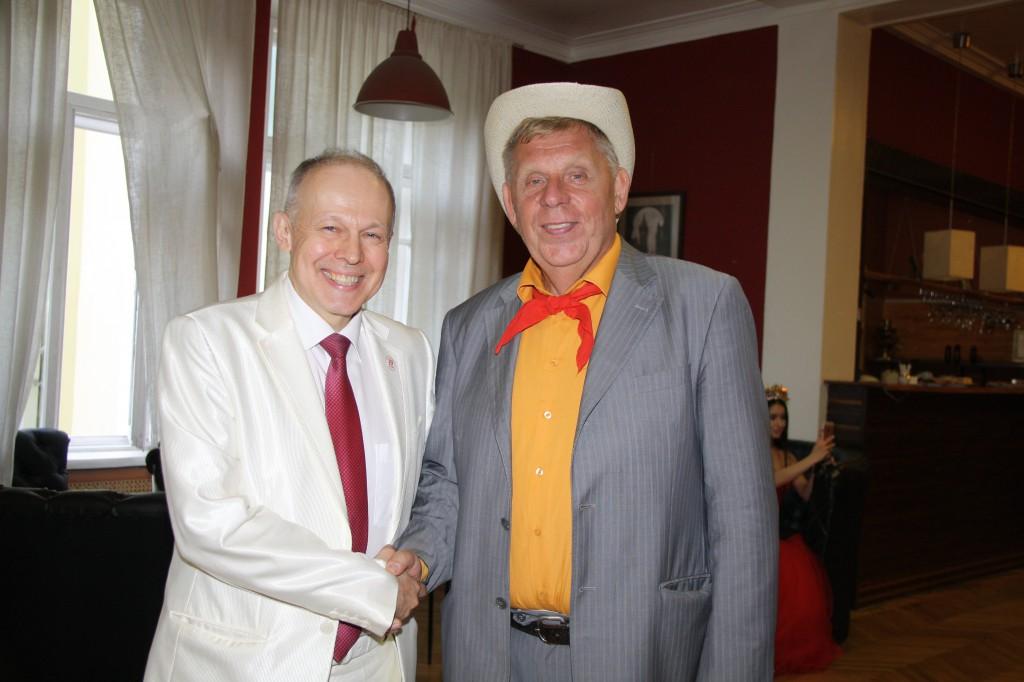 В фойе Александр Конарев и Александр Пятков