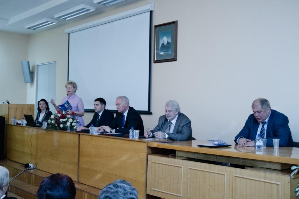 В президиуме конференции